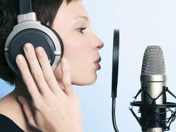 запись вокала в закрытых наушниках